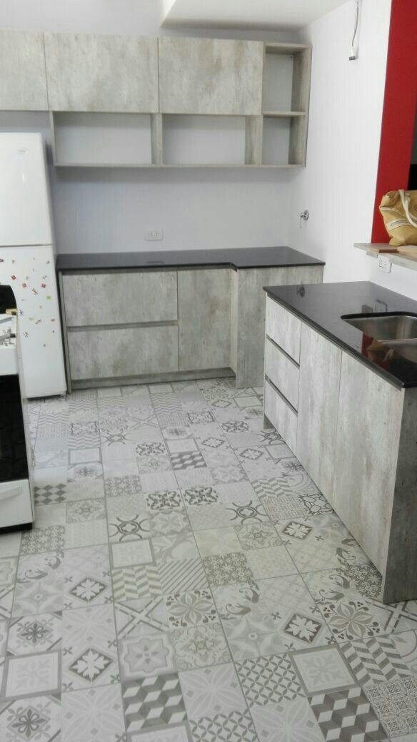 Cocina.. aqui en proceso. Piso calcareo, mueble simil concreto ...