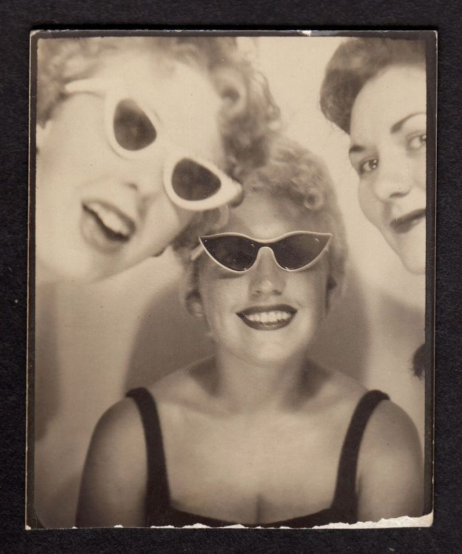 Sassy Marilyn Monroe Girls In Cat Eye Sunglasses 1950s Photobooth