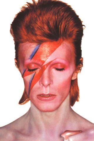 Mítica fotografía del album  Aladdin Sane del cantante británico David Bowie. Bowie revoluciono el mundo del rock por sus puestas en escena y la creación de personajes singulares y alters egos.