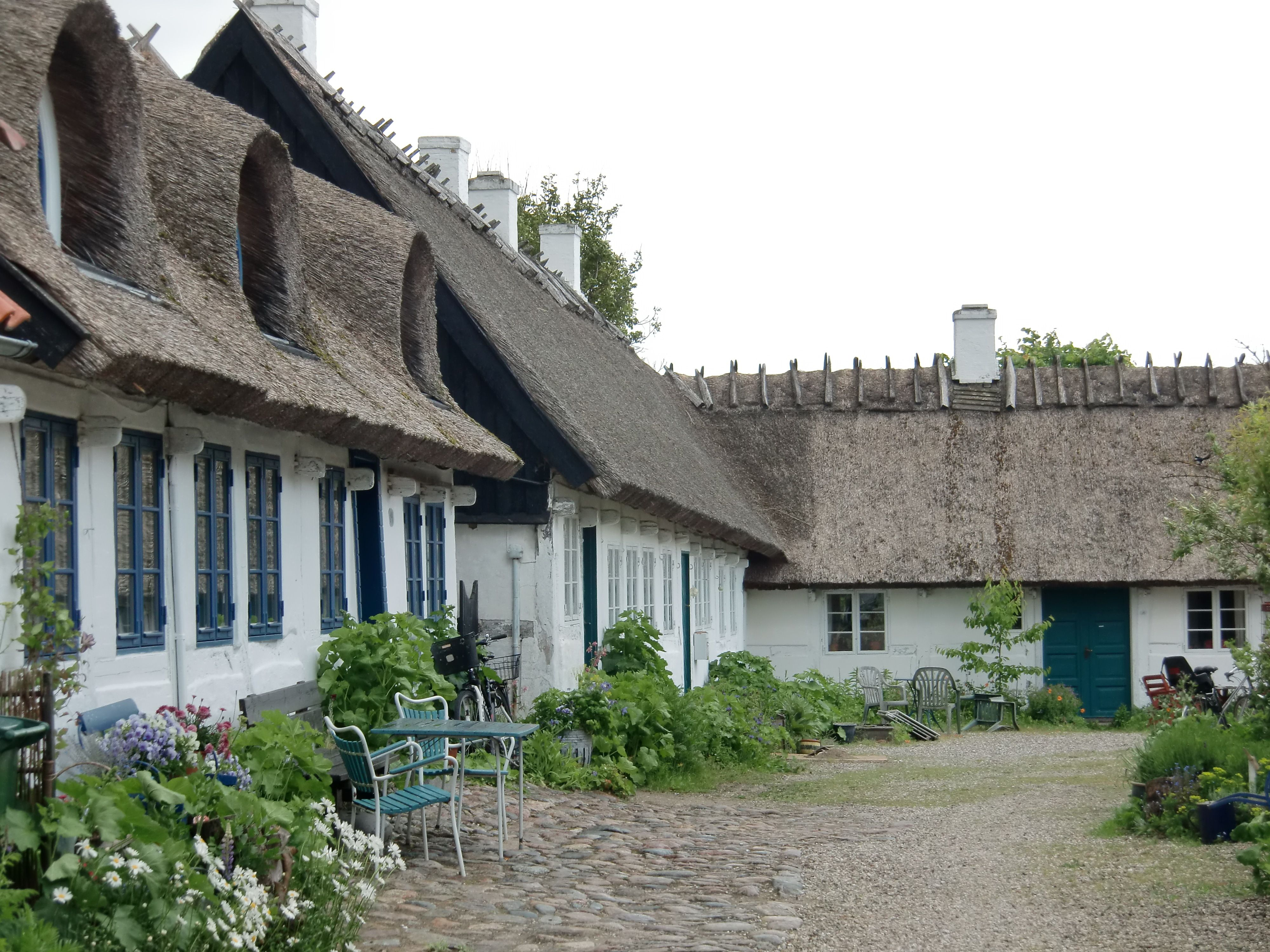 Roskilde_houses with thatched roofs on the island of