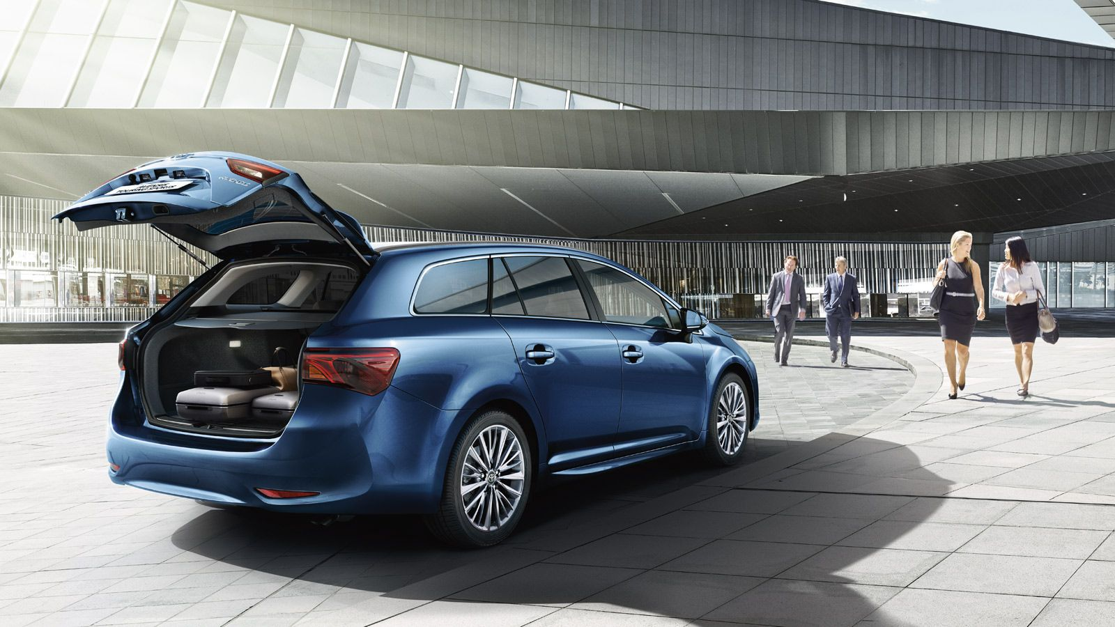 2016 Toyota Avensis Refreshed And Accessible Toyota Avensis Toyota Rear Seat