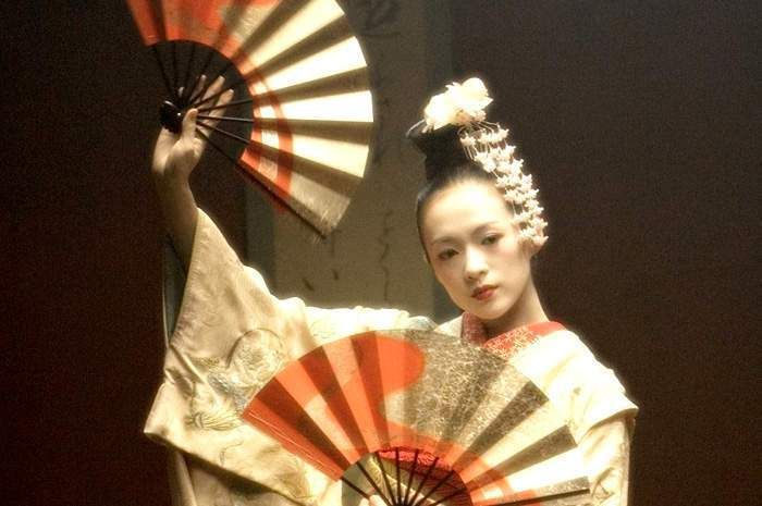Geisha dance fan