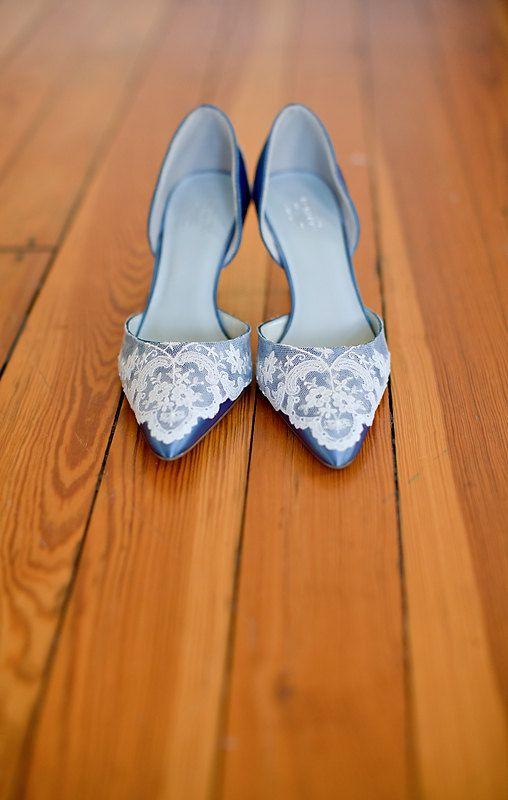 Gorgeous Vintage-y wedding shoes!