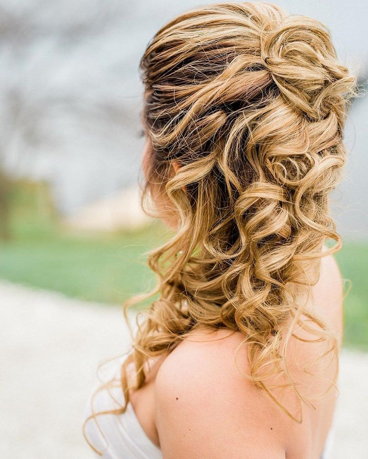 Soft And Textured Half Up Half Down Hairstyle For Romantic Brides Down Hairstyles Wedding Hair Down Hair Styles