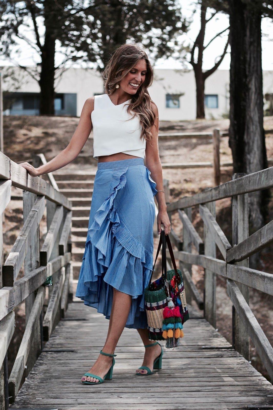 8f60d9dcc falda asimetrica con volante en azul & top en blanco - complementos ...