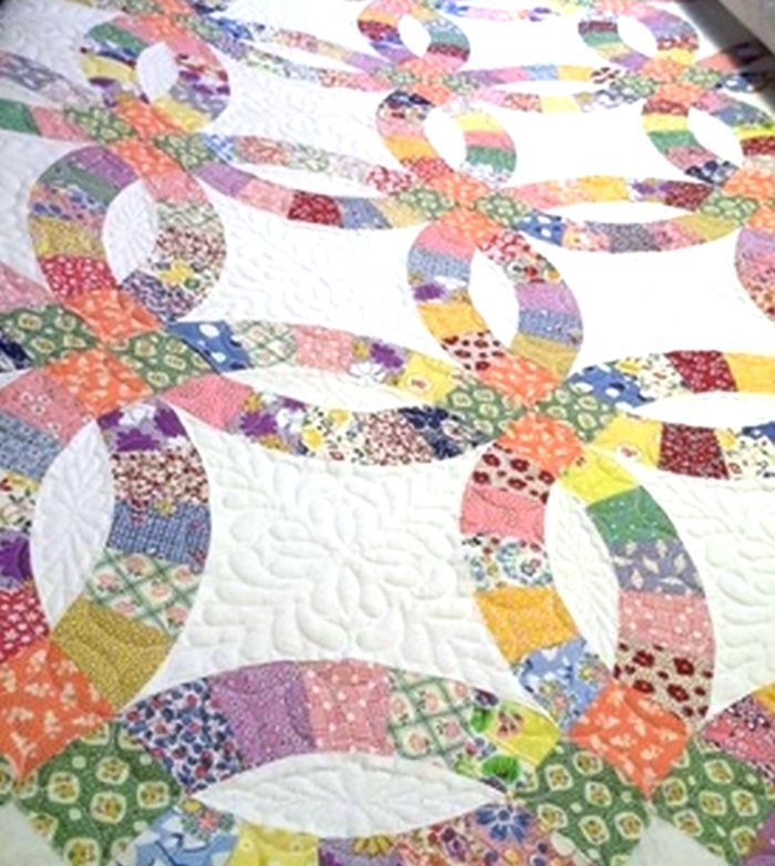 This Beautiful Go Double Wedding Ring Quilt Was Shared By Minnie While It Was Still Being Quilted Accuqui Wedding Quilt Wedding Ring Quilt Traditional Quilts