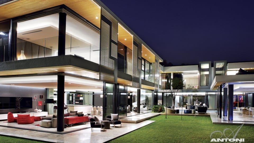 Astonishing 10 000 Square Foot Residence In Ontario Canada In 2020 U Shaped Houses Modern Mansion Architect House