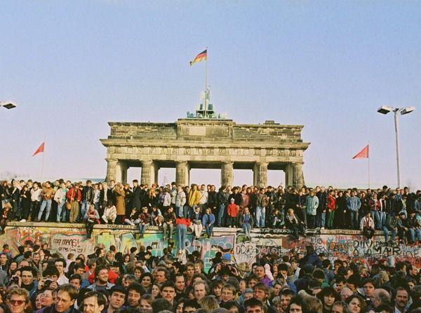 """""""Wir Deutsche sind jetzt das glücklichste Volk auf der Welt"""" Berlin Mauerfall 9.11.1989"""