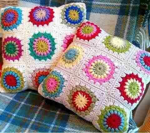 Almohadones tejidos al crochet varios modelos y colores - Mantas ganchillo colores ...