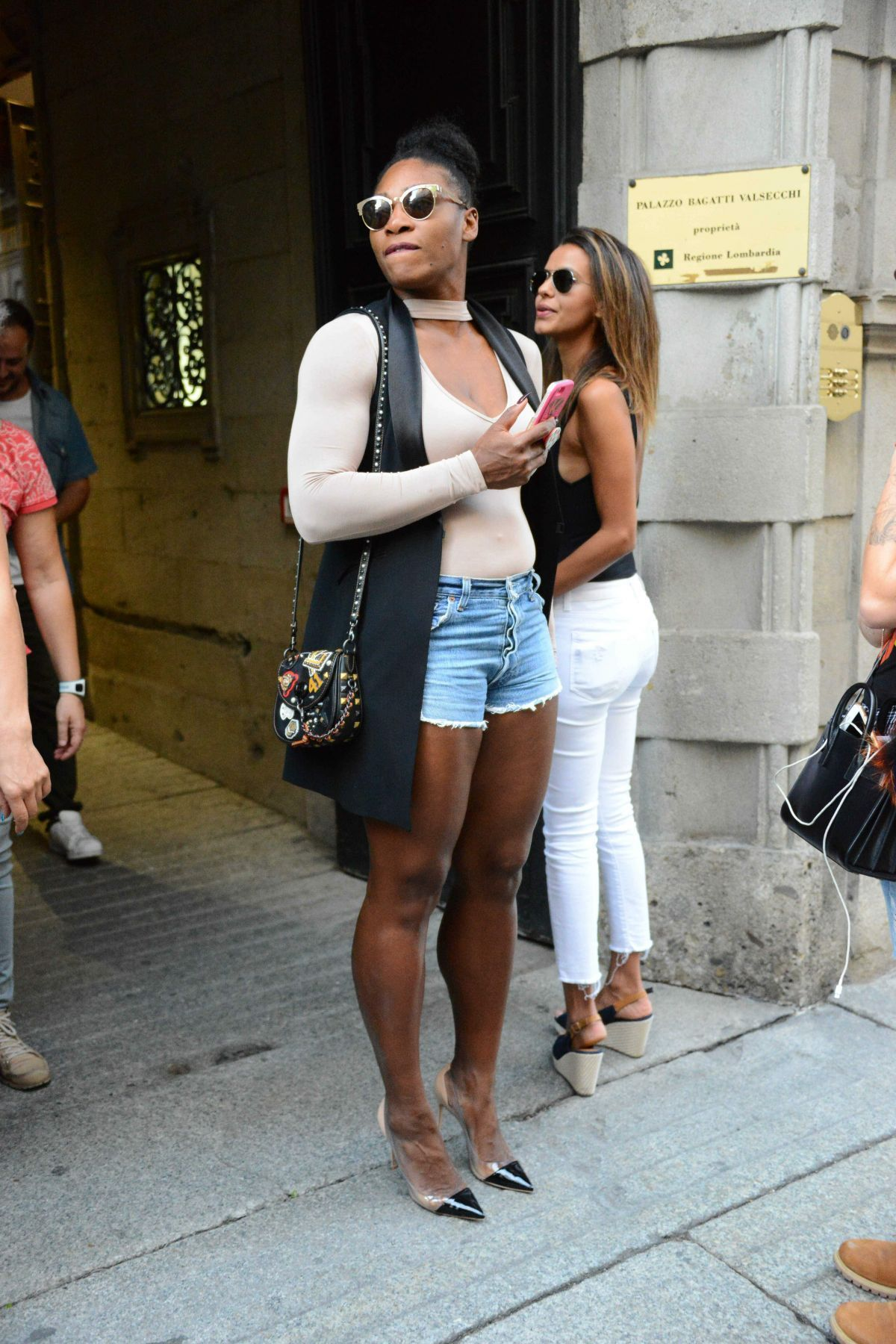 Serena Williams Heads to lunch while in Milan for fashion week ...