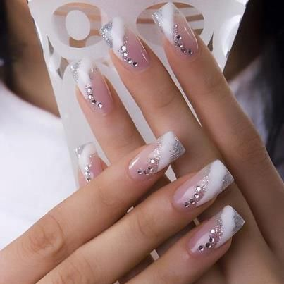 A Little Too Long And Too Many Diamonds But Sooo Cute Just One Finger Maybe Rhinestone Nails Manicure Nail Designs Nail Art Wedding
