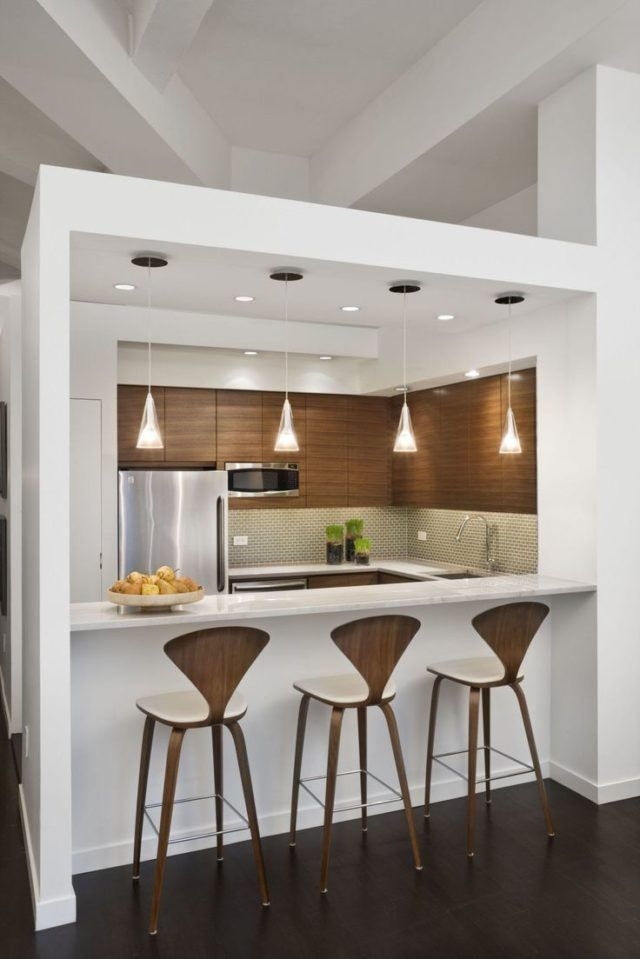 Cocinas minimalistas modernas pequenas de madera y blancas for Barras para cocinas pequenas