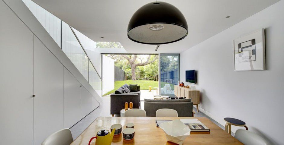 cool-glass-extension-gives-traditional-home-a-modern-edge-6.jpg