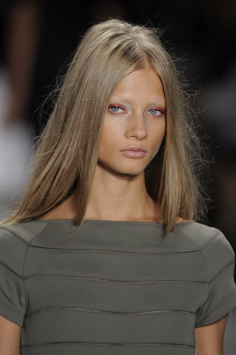 Love this natural colour, although my eyes are brown, will it work so well? #darkblondehair