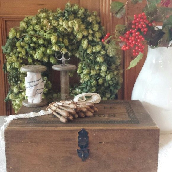 Some of the wonderfull vintage items I listed today. In the background my first attempt to make a wreath of hops from our garden.
