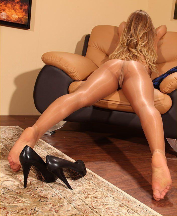 nakedopen-legs