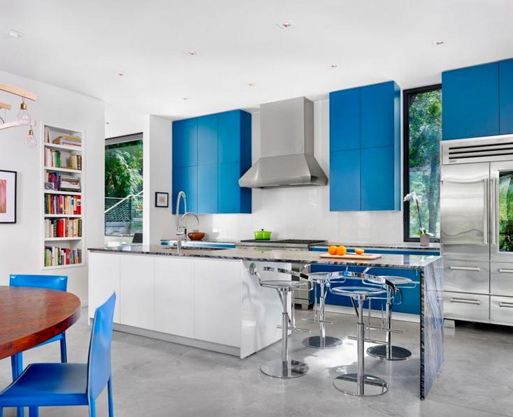 Bright blue accents make a statement in this modern kitchen designed by @MattGarciaDesig: http://bit.ly/1Gx1okj