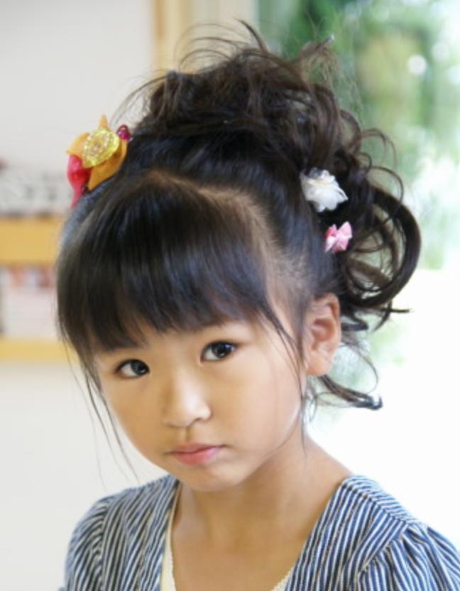 女の子ドレスに似合う子供ヘアアレンジ結婚式や発表会にかわいい