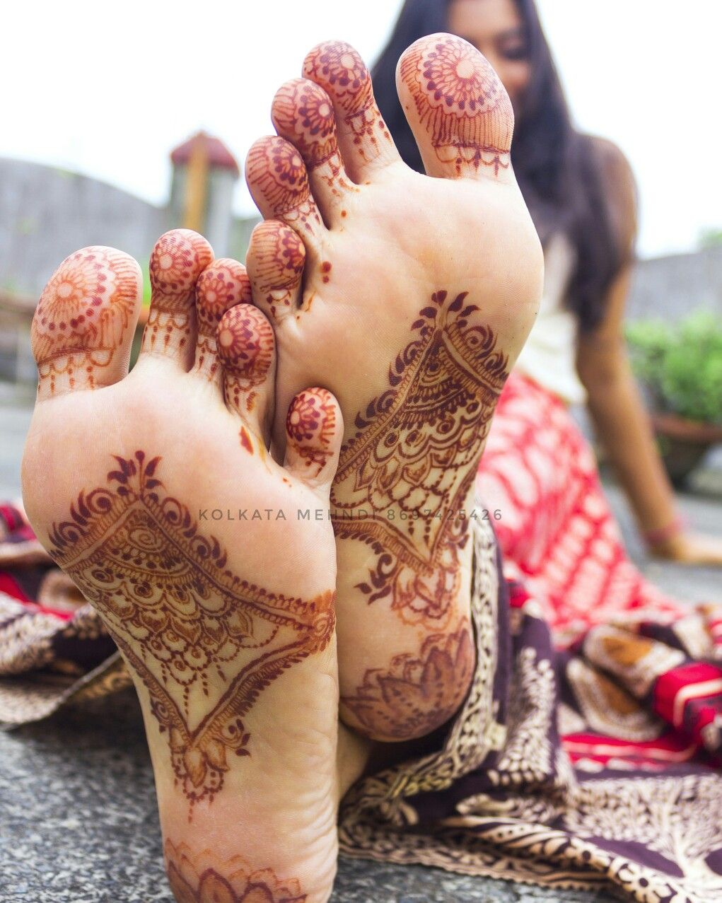 Under feet mehndi, unique and pretty foot mehendi design