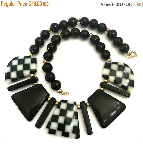 Mod Acrylic Black and White Necklace Alternating by Vintageimagine