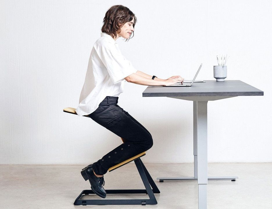 Ergonomic desks and chairs organization ideas for small desk
