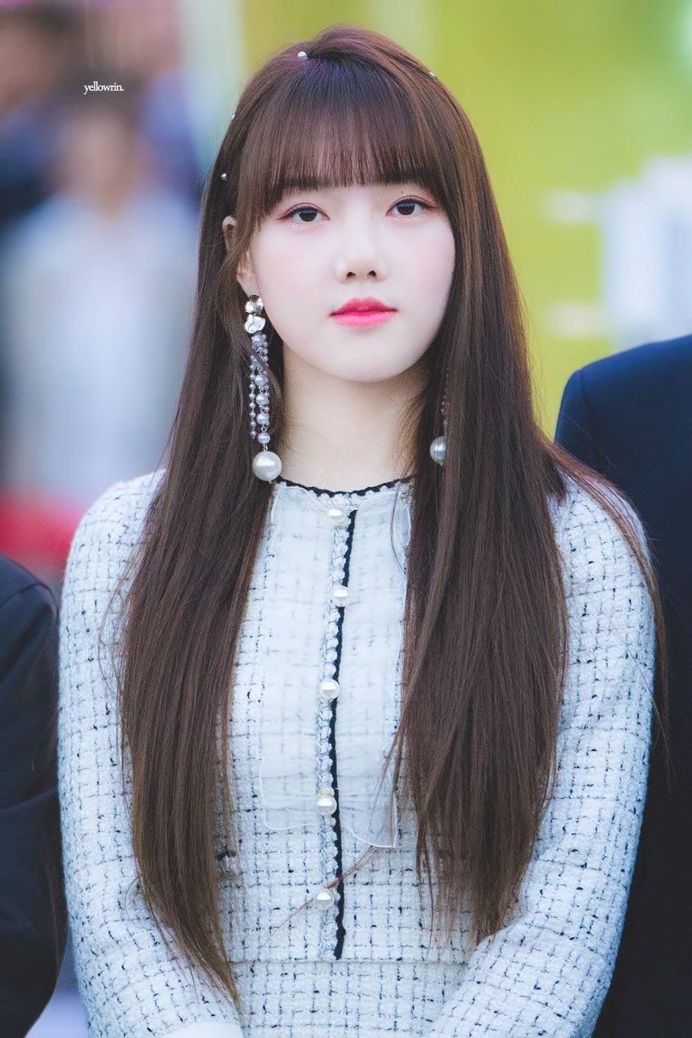 10 Female Idols Who Are Well Known For Their Light Pale Skin Koreaboo In 2020 Long Hair Styles Singer Fashion Korean Hairstyle