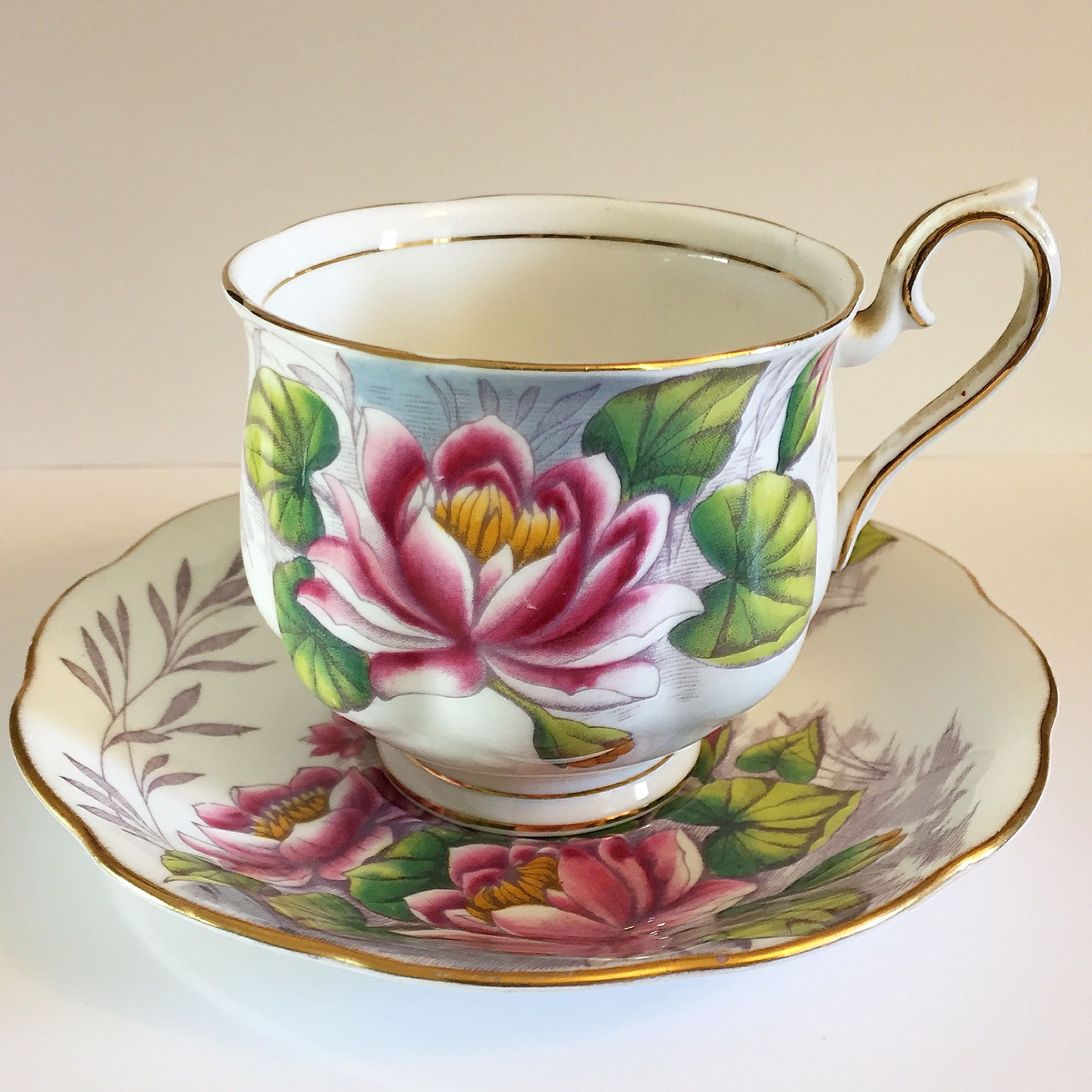 Gah beautiful royal albert flower of the month teacup this one beautiful royal albert flower of the month teacup this one is the water lily for the month of july this is a great teacup for a royal albert collector and izmirmasajfo Gallery