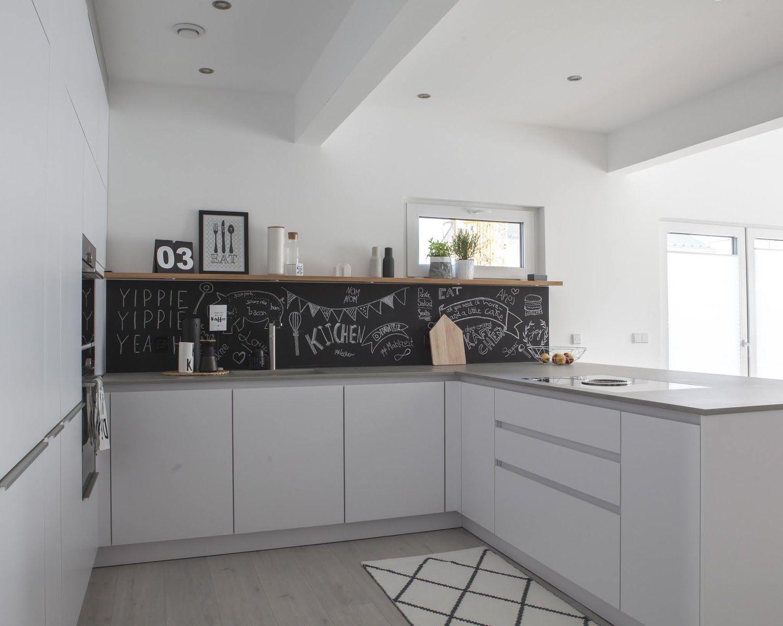 Modern Kitchen With Black Cabinets In 2020 Moderne Kuchenideen Schrank Schwarz Schwarze Kuchenschranke