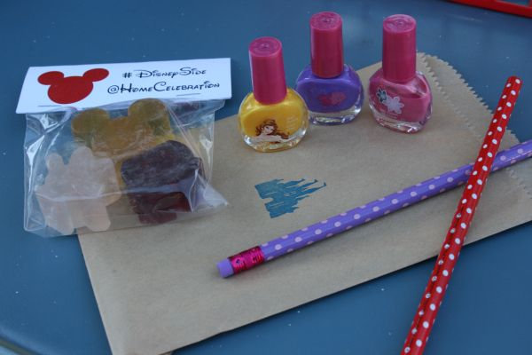 Disney crafts are the best! Want to win your own hand carved Disney-themed stamp from Dragonfly Curls? Check out the blog and toss your name in the hat!