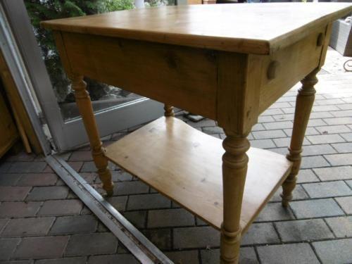 antiker tisch weichholz tisch beistelltisch schreibtisch 75x78 cm in rheinland pfalz r merberg. Black Bedroom Furniture Sets. Home Design Ideas