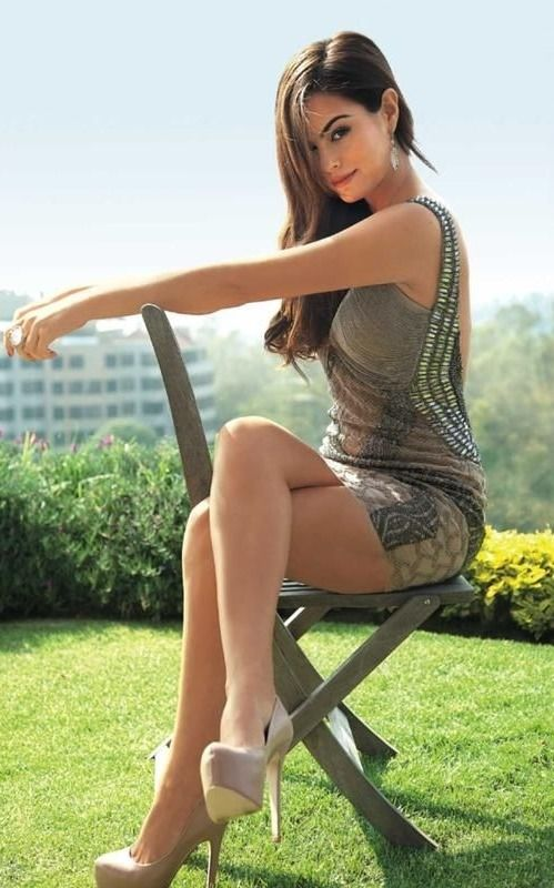 91c9eed9aab4 Crossed legs in a mini dress and sky high heels | hermosas | Sexy ...