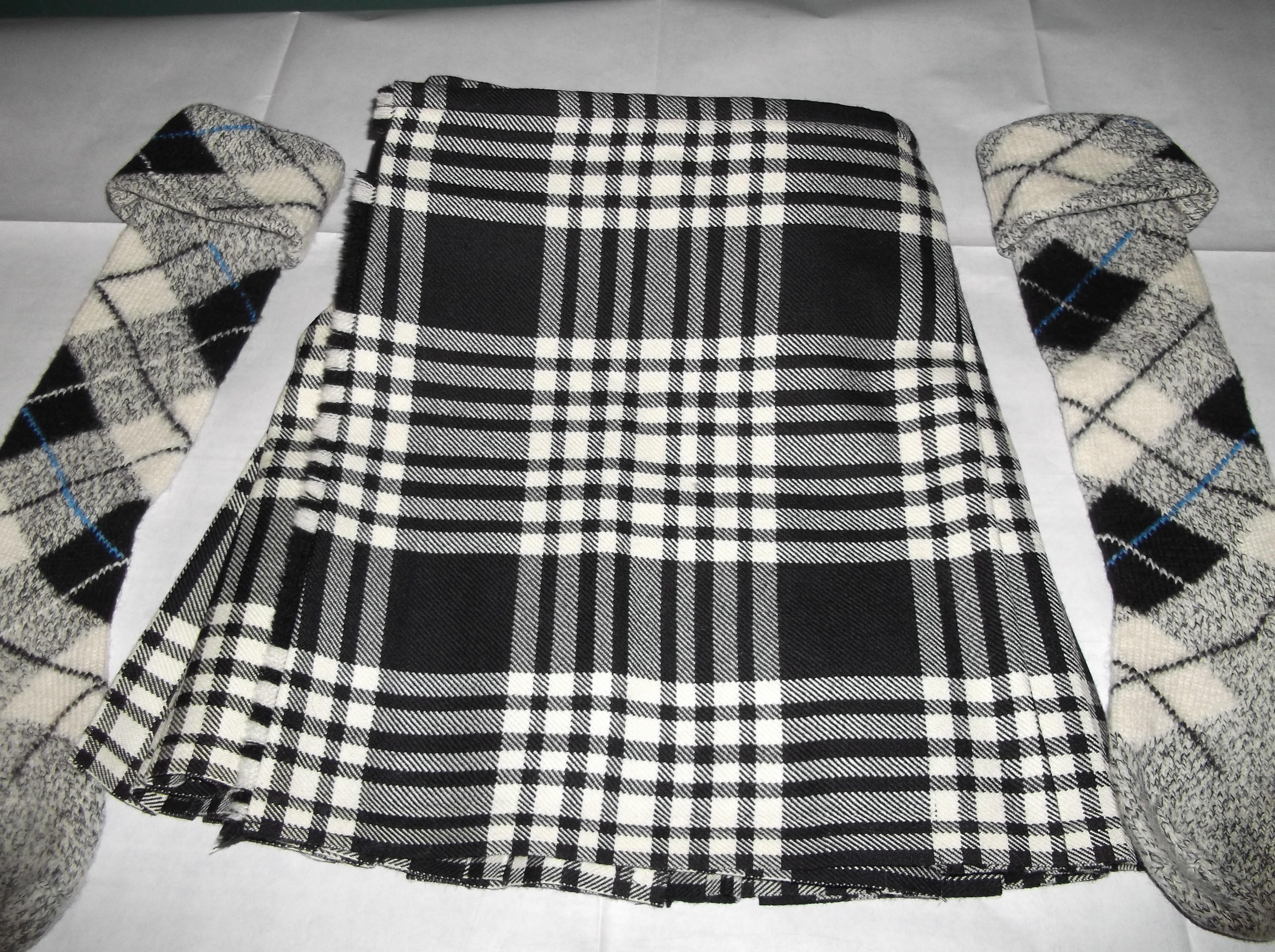 c14b92ac7776ec Looks like Black & White Menzies, but two many stripes :-( | Oooh ...