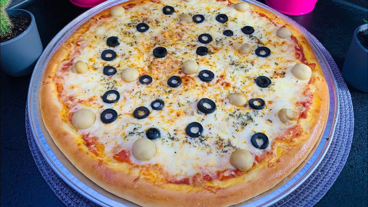 بيتزا بعجينة ذهبية مميزه تنافس جميع المطاعم مع تحضير الذ صلصة لا تفوتو Almond Cookies Desserts Food