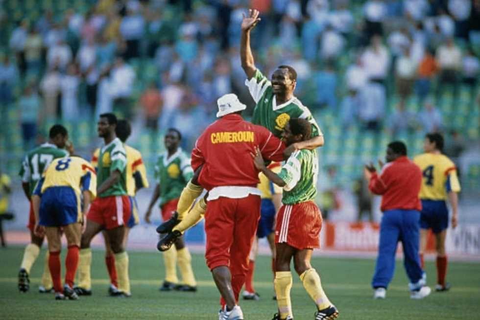 روجيه ميلا يحتفي بذكرى هدفه الأول بكأس العالم 1990 صور Soccer Field Baseball Cards Soccer
