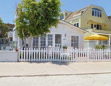 Miraculous Mission Beach Cottage Rental Bayfront Beach Cottage My Download Free Architecture Designs Itiscsunscenecom