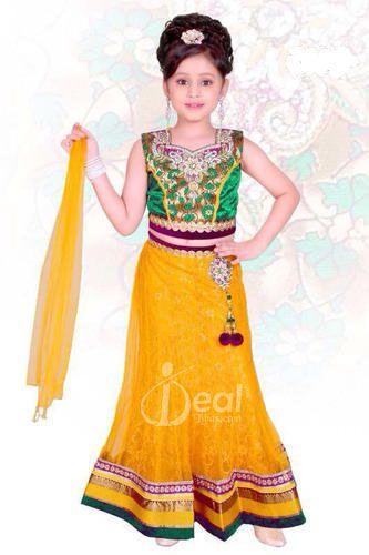 nice kids mehndi outfits designs