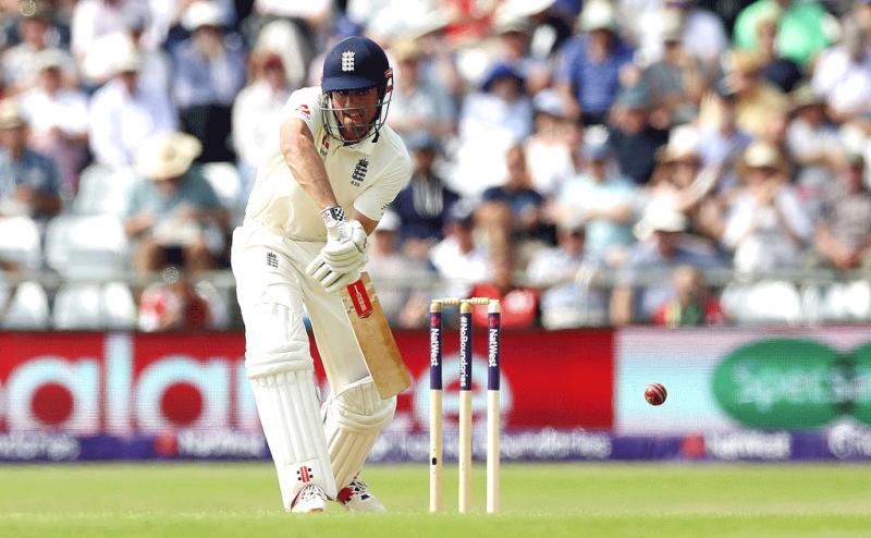 England Make Pakistan Toil on Headingley's Opening Day