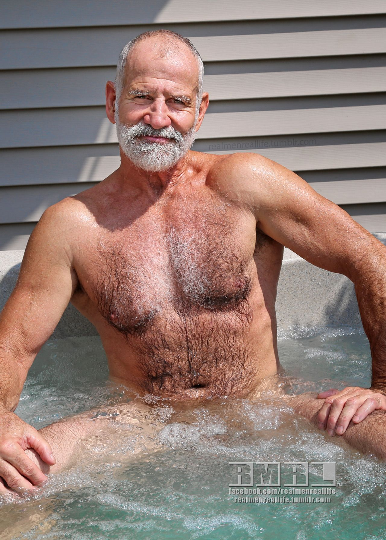 naked man in hot tub pic