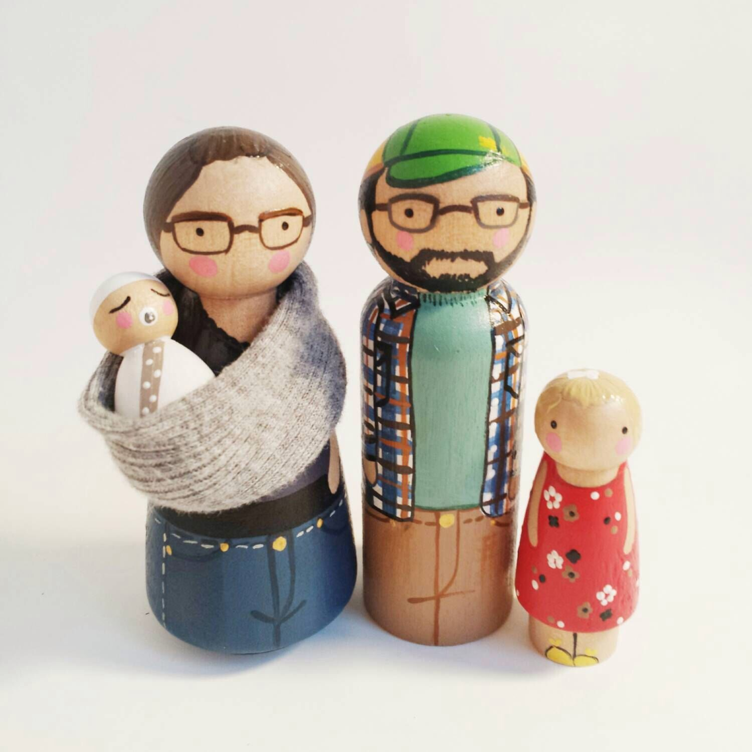 Modern Homes Peg: CUSTOM Peg Dolls- Family Of 4 With Baby Sling