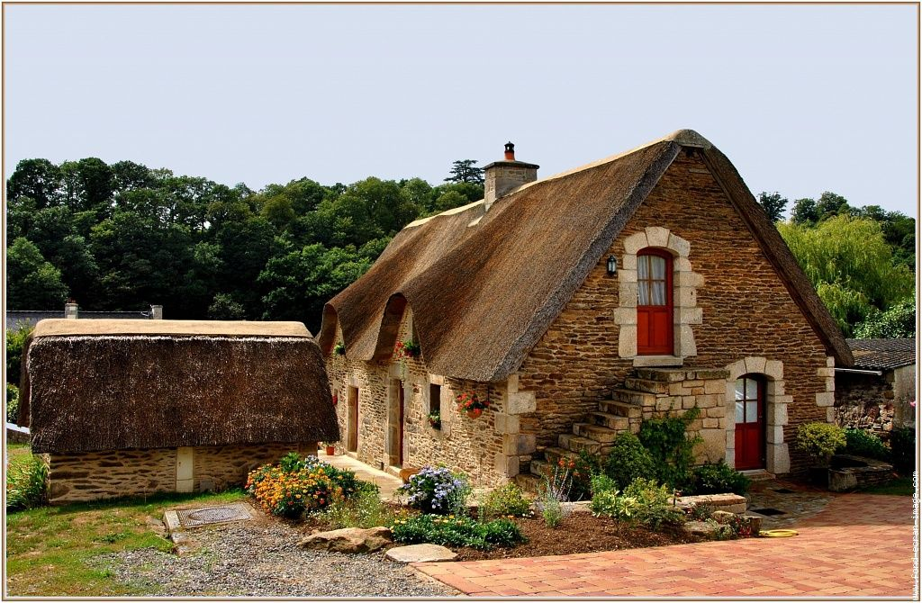 maison bretonne thatched vernacular house brittany. Black Bedroom Furniture Sets. Home Design Ideas