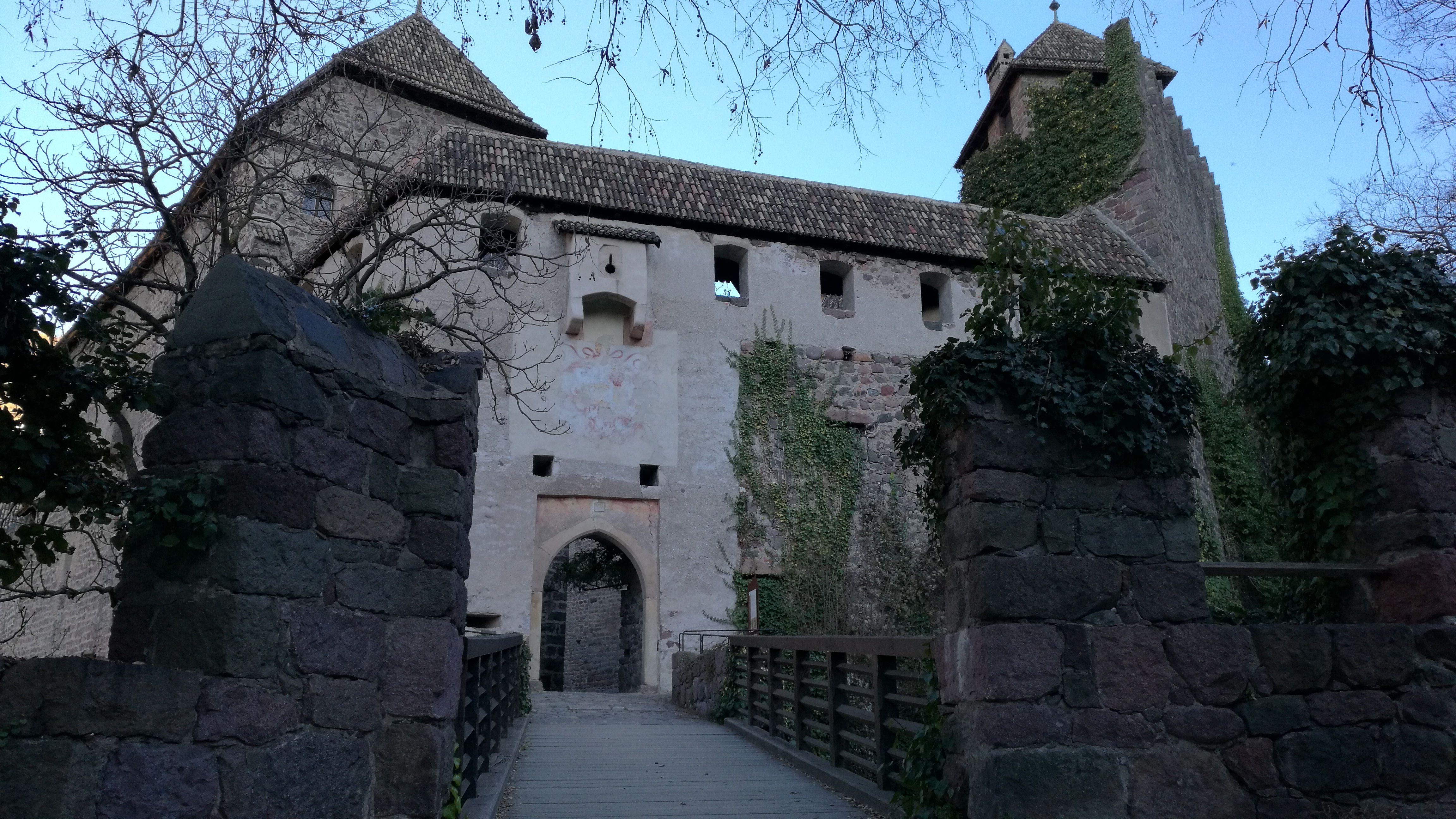 Sabíais que hay un antiguo castillo en Bolzano?