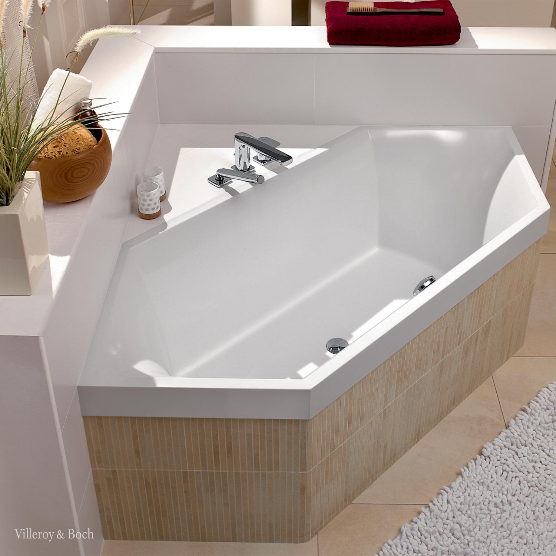 Corner Bathtub For Space Savers And Design Lovers In 2020 Minimalistische Badgestaltung Badewanne Minimalistisches Badezimmer