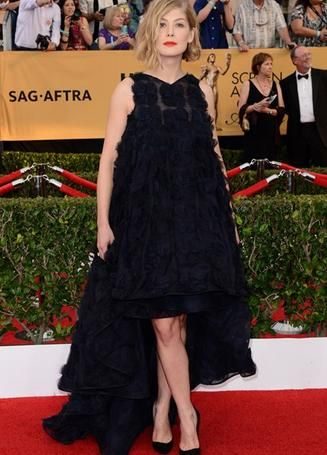 SAG Awards | Rosamund Pike - Christian Dior Couture Spring/Summer 2014 - Fred Leighton Jewellery - http://www.itsparisk.co.uk/sag-awards.html
