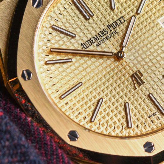 Audemars Piguet Extra Thin Jumbo Royal Oak Ref 15202 Gold Watch Hands On Hands On In 2020 Audemars Piguet Royal Oak Gold Watch