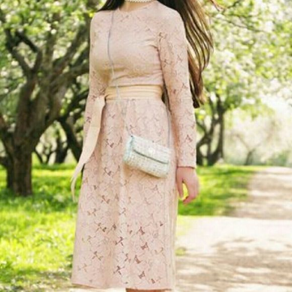 5f6a2f9eeee2 H&M Blush Pink Lace Midi Dress New with tags! Seen on a ton of fashion  bloggers! H&M Dresses Midi
