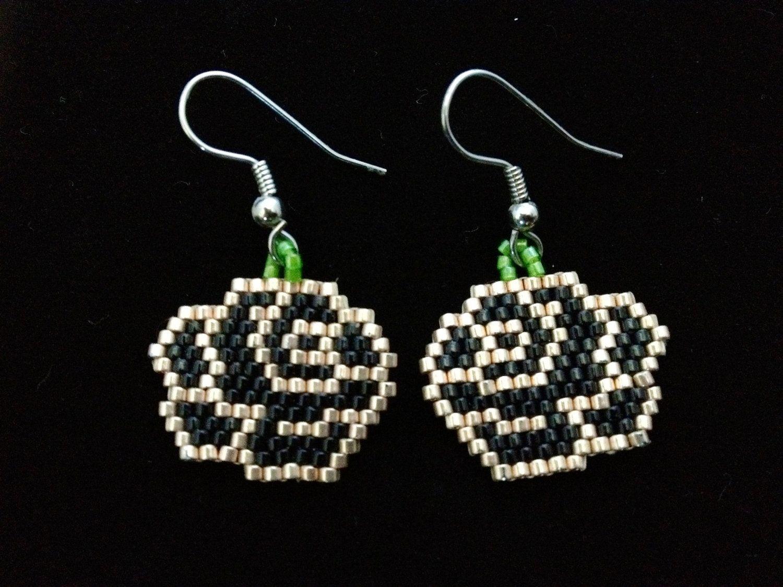 Róże (brick stitch – początek przygody)