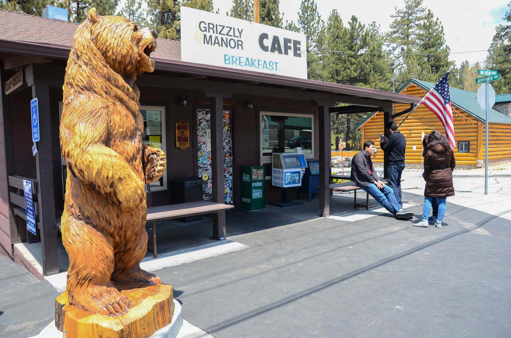 Grizzly Manor Cafe In Big Bear Lake Ca The Grizz With Images