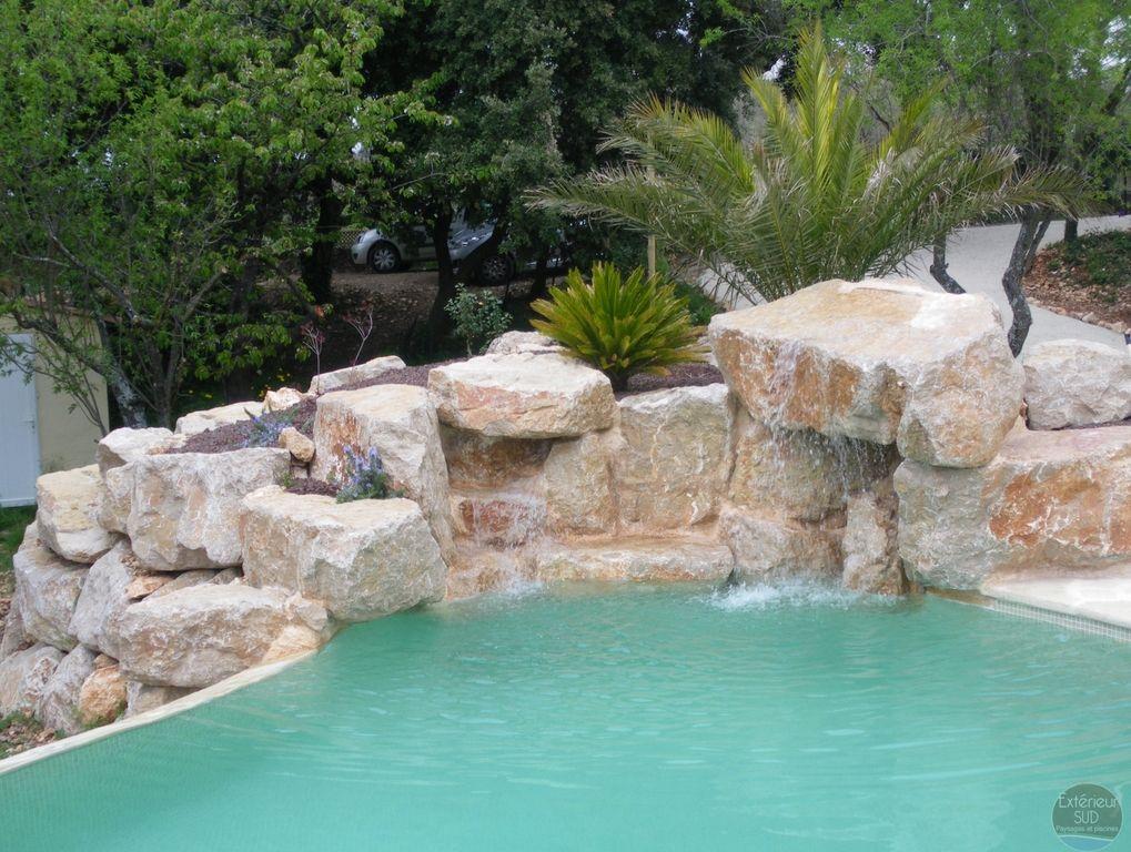cascade piscine enrochement