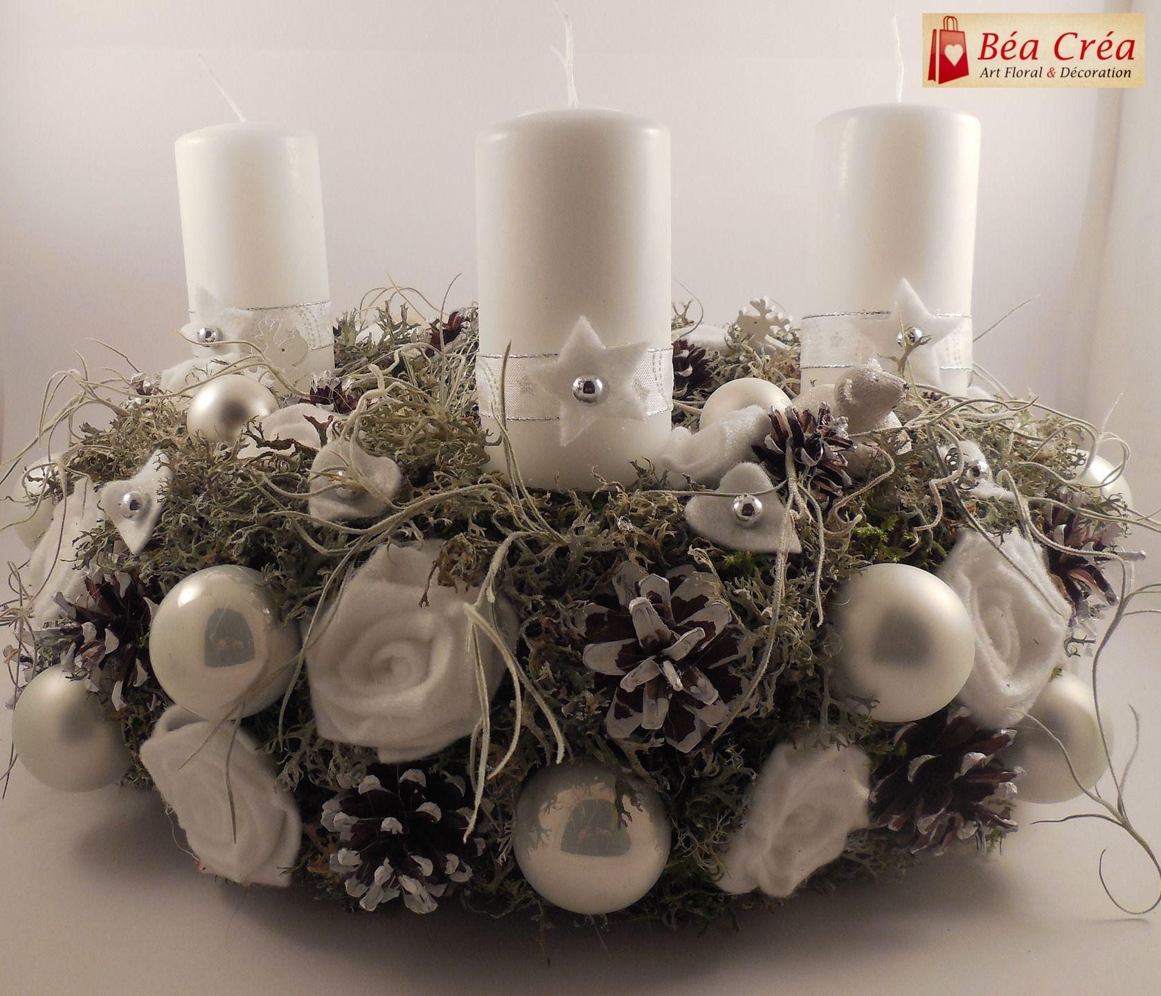 couronne de l'avent pour noël blanche avec bougies blanches