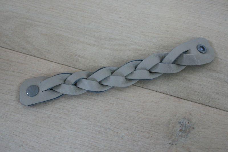 Bracelet tressé en cuir, janv. 2014